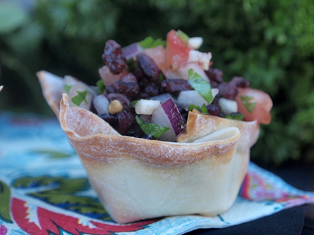 Black Rice Salsa in Wonton Baked Cups