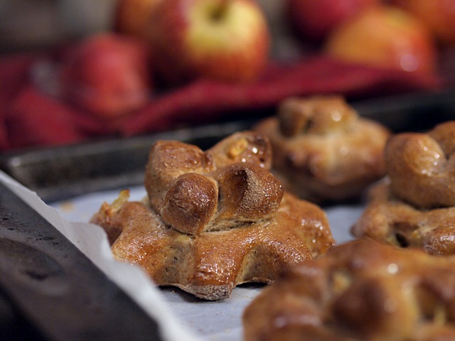 Apples and Honey Whole Wheat Flower Shaped Buns